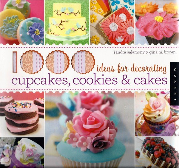 Marisa Hess in Cupcakes Book